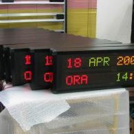 Display a led multiriga rosso e verde piccolo data e ora