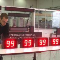 Indicatori numerici a 2 cifre led con indicazione codici di magazzino