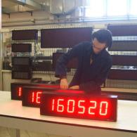 Monitor led con interfaccia in frequenza pezzi prodotti minuto