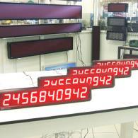 Strisce numeriche a led rossi con visualizzazione dati di produzione