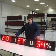 Pannello led con ora temperatura umidità da esterno IP54 a 3 campi