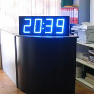 Orologio bifacciale a led sincronizzato con server NTP