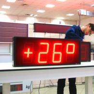Display termometro e orologio TM23 con segnale GPS e IP54. Produzione Italia