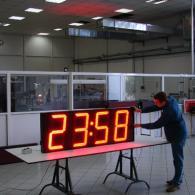 Display cronometro per visibilità a grande distanza.