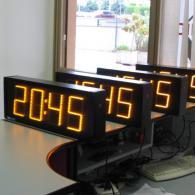 Orologio a led giallo ambra con sincronismo GPS per ora esatta