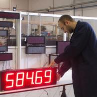 Display industriale pezzi prodotti interfaccia analogica 0-10V