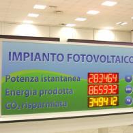 Pannello gigante per informazioni sugli impianti fotovoltaici e solari