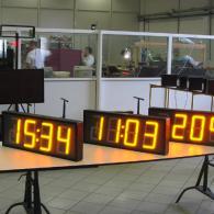 Orologio doppia faccia a led con sensore di luce esterna e calibrazione luminosità automatica. Produzione italiana
