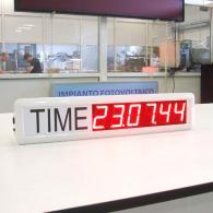 Orologio bianco time con label grafica nera a 6 cifre sincronismo GPS