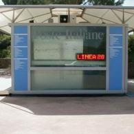 Riga elettronica a led montato su chiosco per attirare clienti da esterno