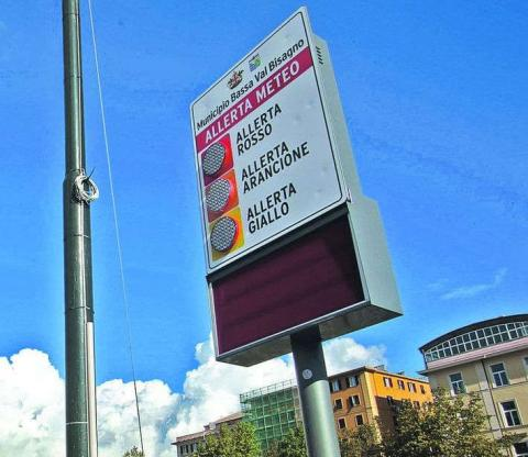 Display led weather warnings meteo Bios municipality Genova multiline red